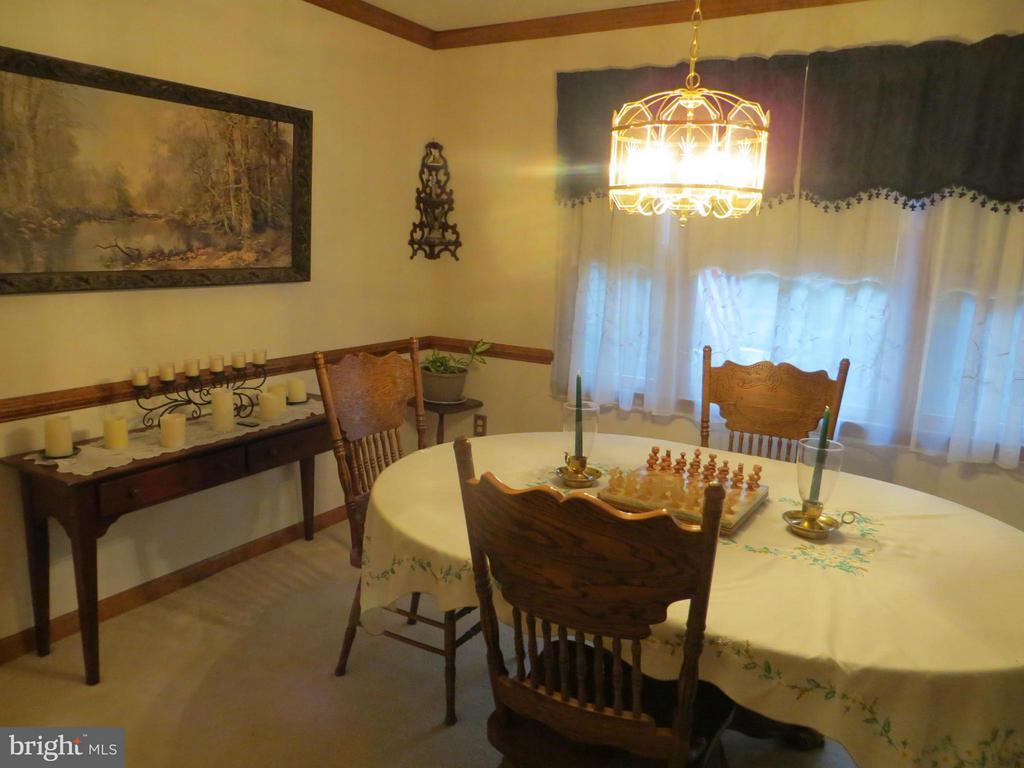 Dining Room - 209 CREEKSIDE DR, LOCUST GROVE