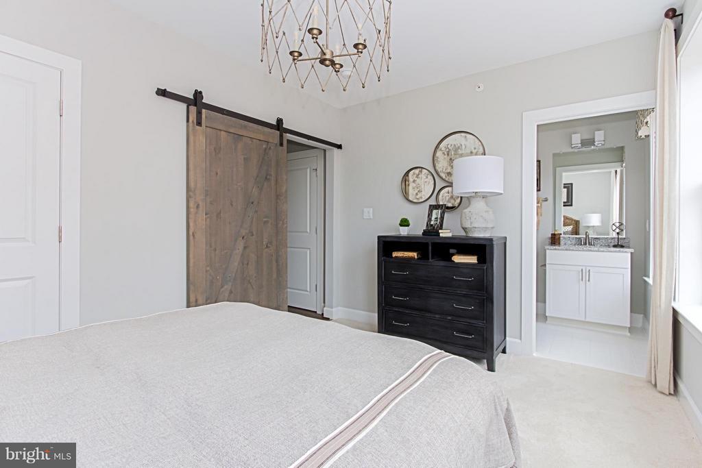 Secondary Bedroom & En-Suite Bath - 4029 EAST ST, FAIRFAX
