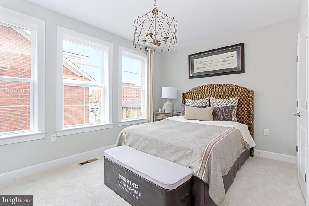 Roomy Secondary Bedroom - 4029 EAST ST, FAIRFAX