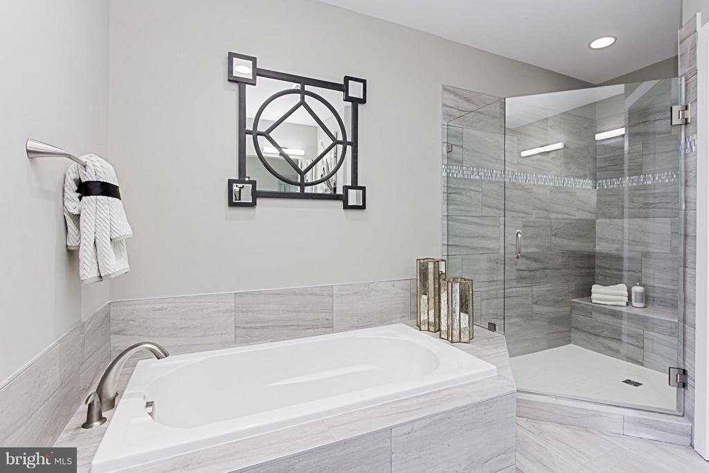 Separate Soaking Tub & Shower with Bench Seat - 4029 EAST ST, FAIRFAX