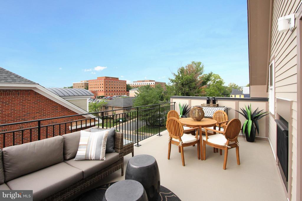 Grand Upper Level Balcony with Lovely Views - 4029 EAST ST, FAIRFAX