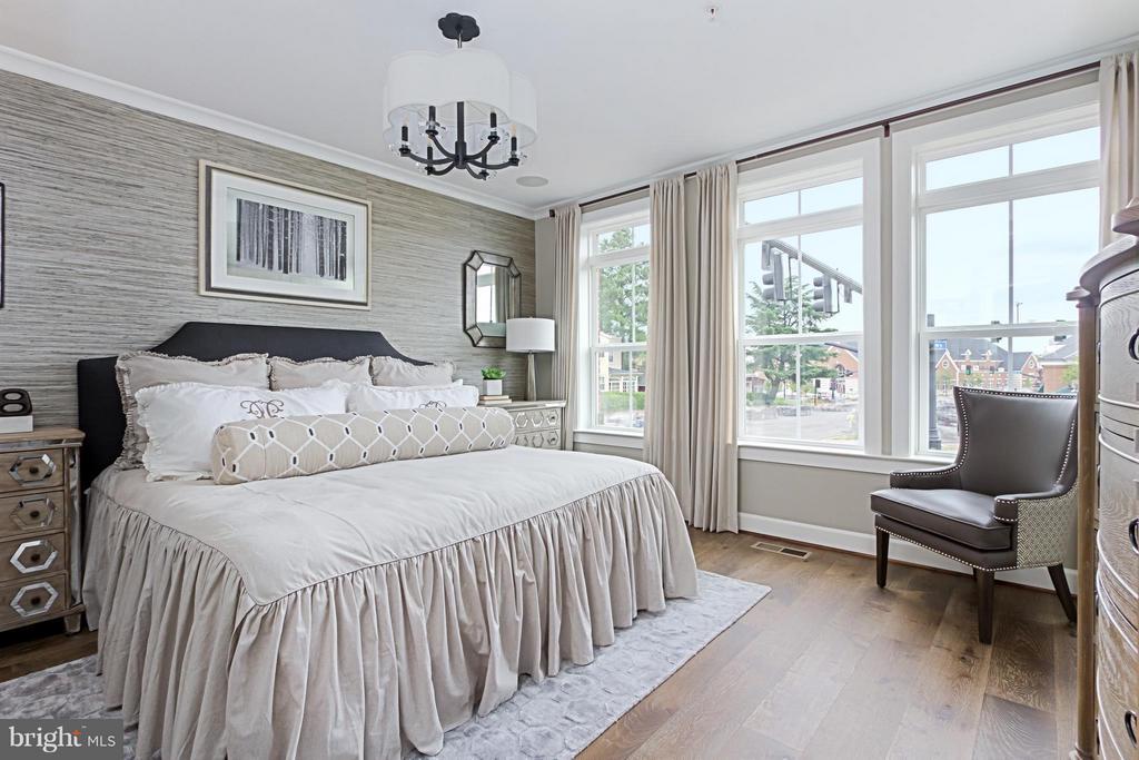 Luxury Owner's Suite - 4029 EAST ST, FAIRFAX