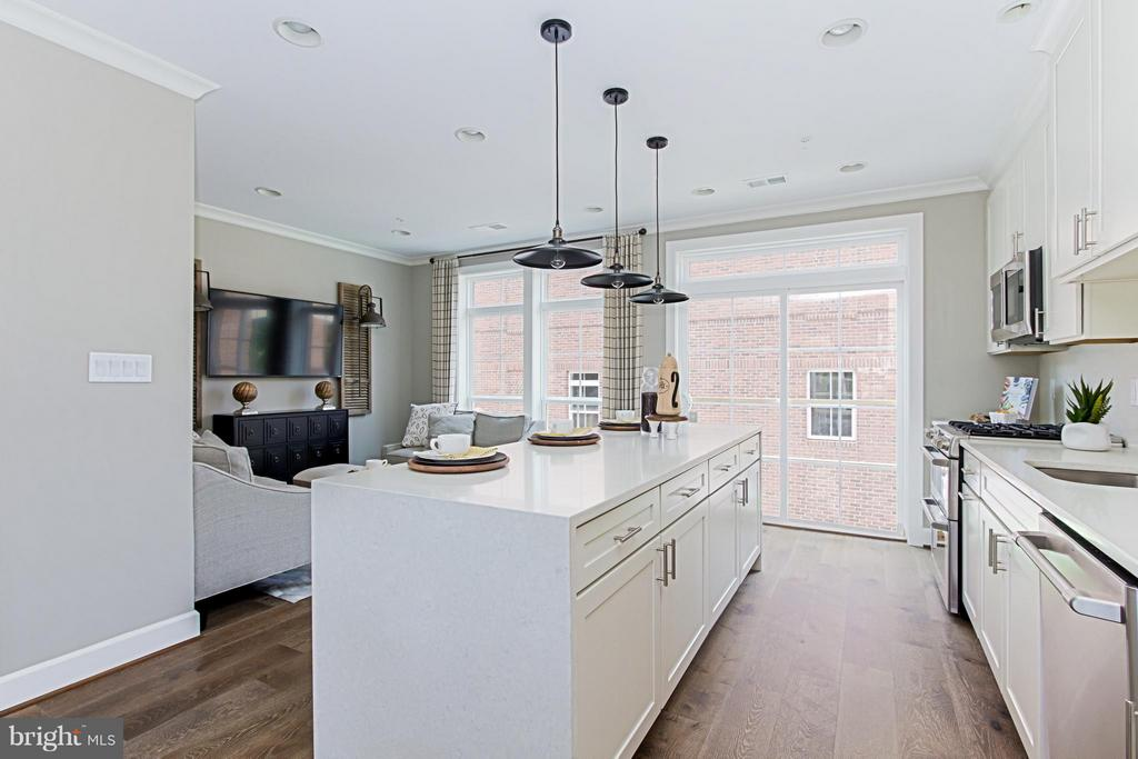 Gourmet Kitchen with Separate Keeping Room - 4029 EAST ST, FAIRFAX