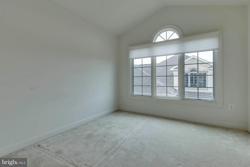 Bedroom on 4th level - 18376 FAIRWAY OAKS SQ, LEESBURG