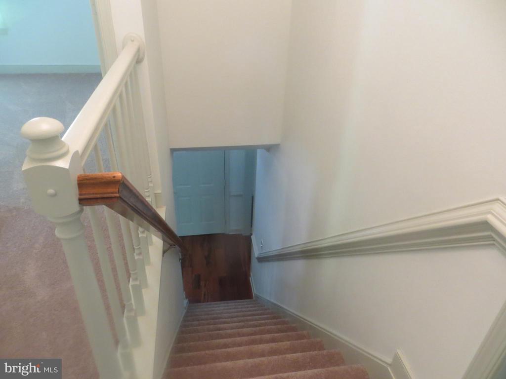 Upper Landing Stairwell - 103 FLINTLOCK CT, LOCUST GROVE