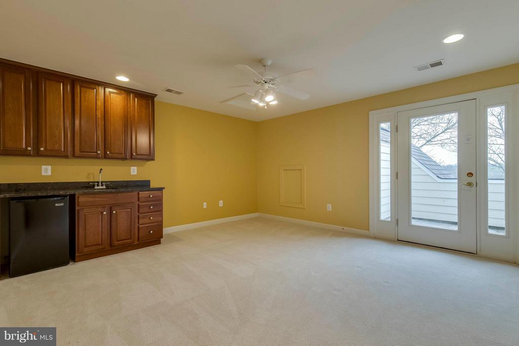 4th level bonus room w/ wet bar and deck - 18376 FAIRWAY OAKS SQ, LEESBURG