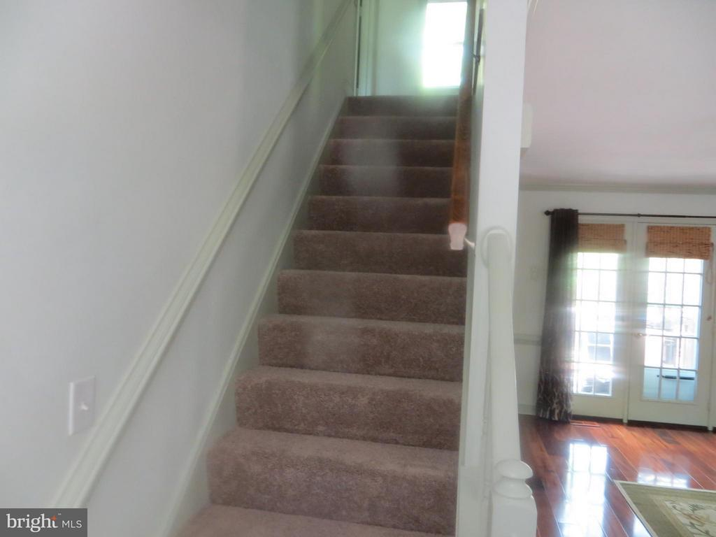 Newly carpeted stairwell to Bedrooms - 103 FLINTLOCK CT, LOCUST GROVE