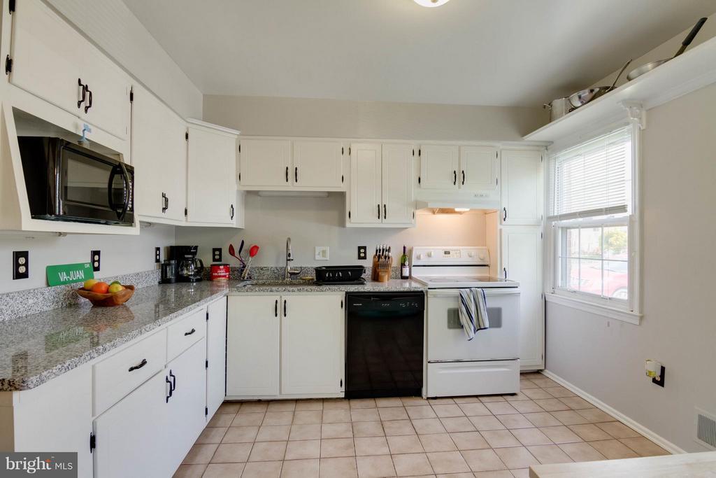 Kitchen - 12716 HARBORVIEW CT, WOODBRIDGE