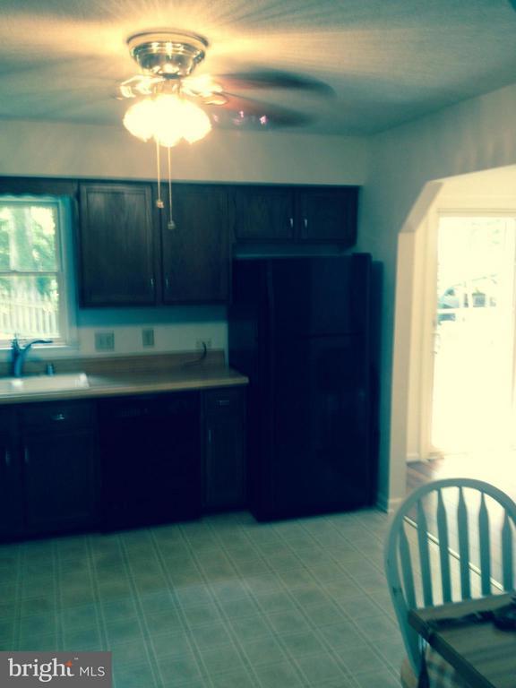 Kitchen - 10 GREENHAVEN CT, STAFFORD