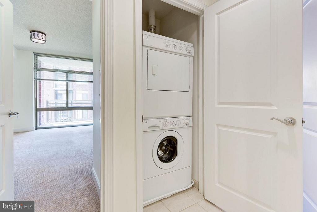 Washer and dryer in unit - 3600 S GLEBE RD S #428W, ARLINGTON