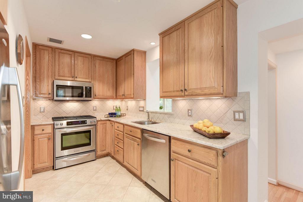 Kitchen - 2524 FLORIDA ST N, ARLINGTON