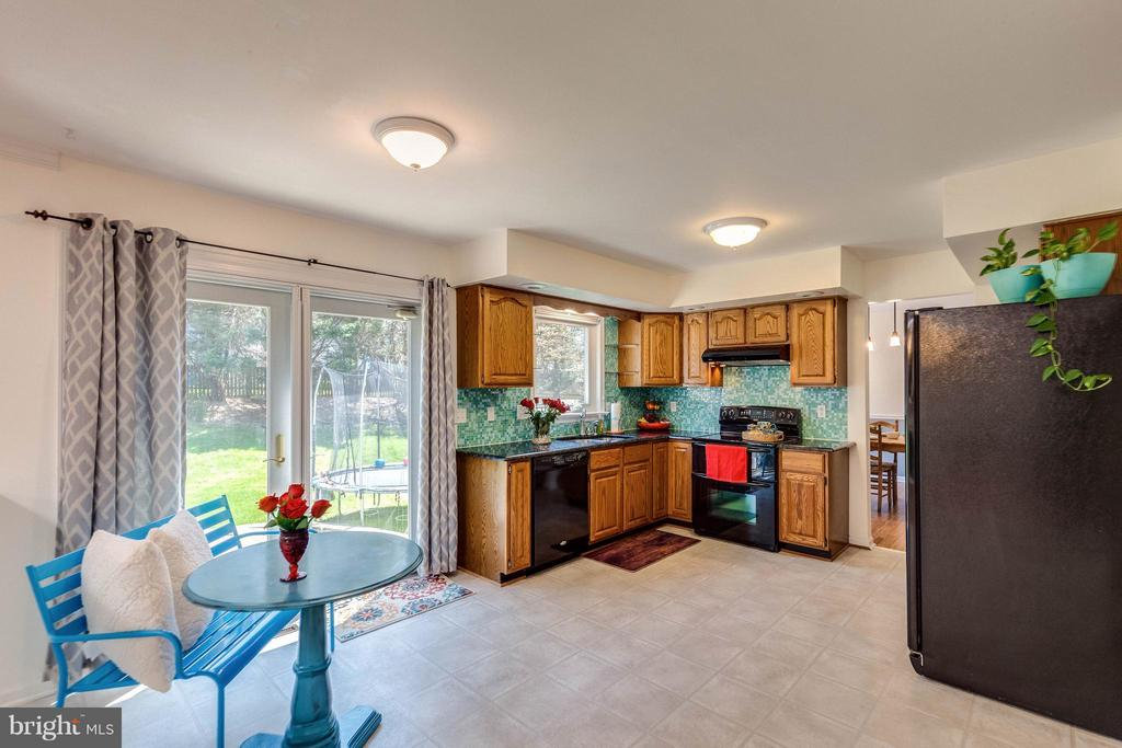 Large table space area in kitchen. Doors to patio. - 10257 MEADOW FENCE CT, MYERSVILLE