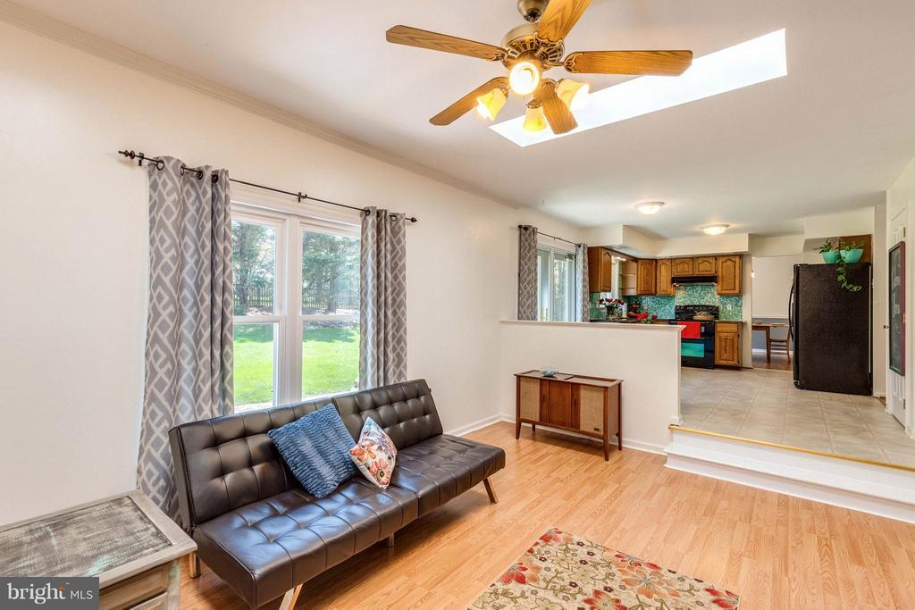 Spacious living room open to kitchen - 10257 MEADOW FENCE CT, MYERSVILLE