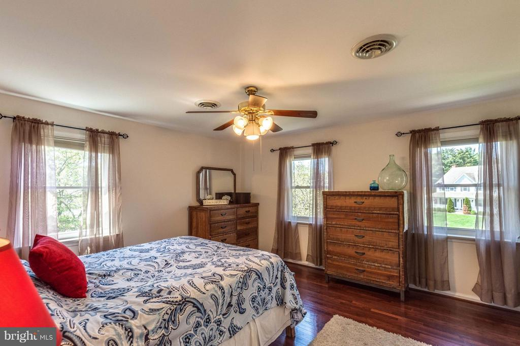 Lots of natural light - 10257 MEADOW FENCE CT, MYERSVILLE
