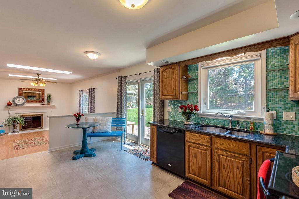 Kitchen window over sink views backyard. - 10257 MEADOW FENCE CT, MYERSVILLE