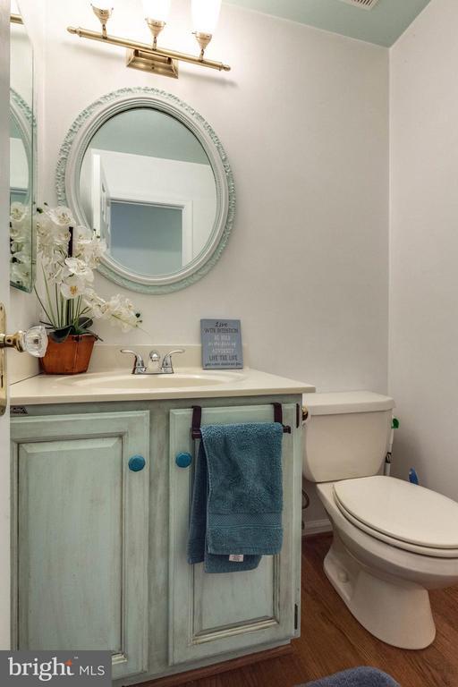 Main level half bath - 10257 MEADOW FENCE CT, MYERSVILLE