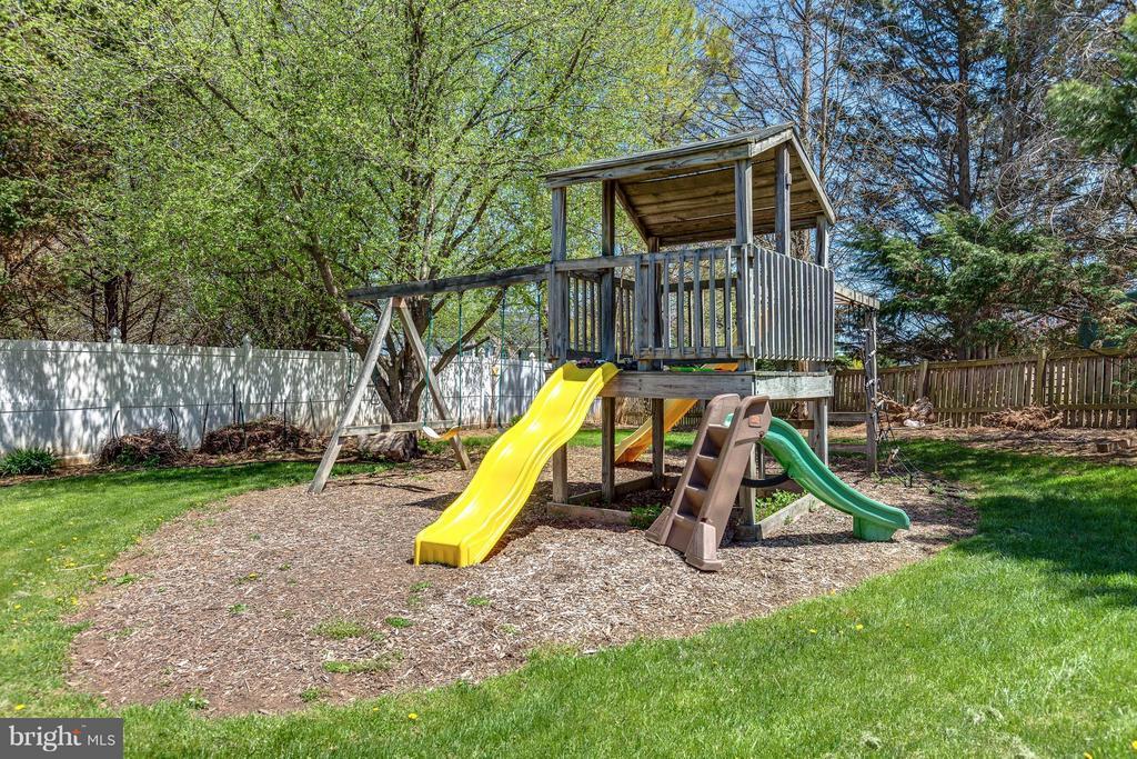 Backyard Playground - 10257 MEADOW FENCE CT, MYERSVILLE