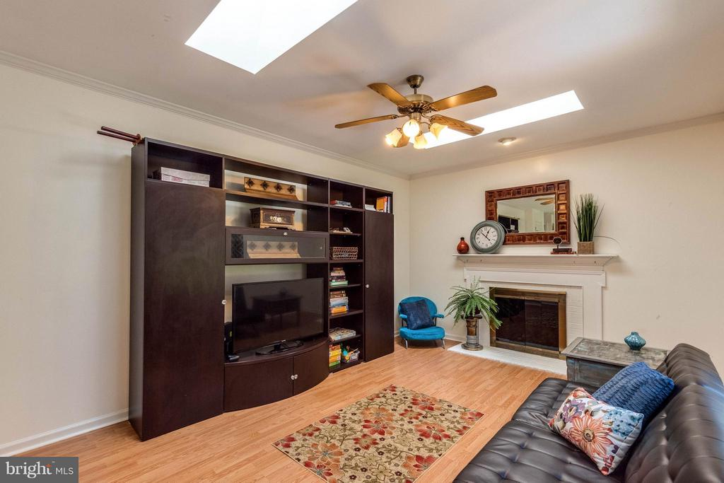Family Room with wood burning fireplace. - 10257 MEADOW FENCE CT, MYERSVILLE