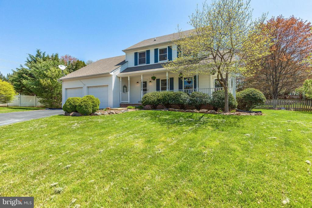 Large yard. Landscaped and well maintained. - 10257 MEADOW FENCE CT, MYERSVILLE