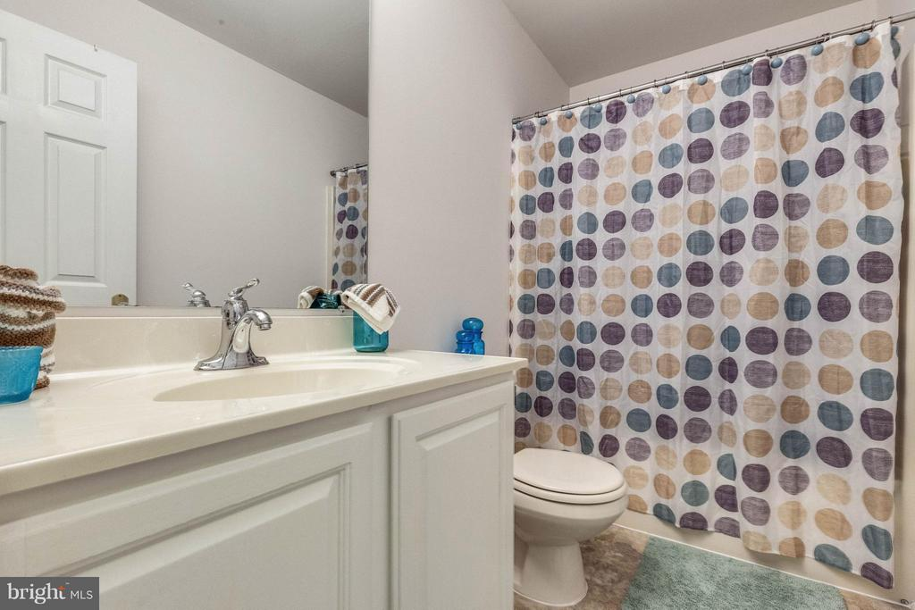 Full bath on upper level - 10257 MEADOW FENCE CT, MYERSVILLE