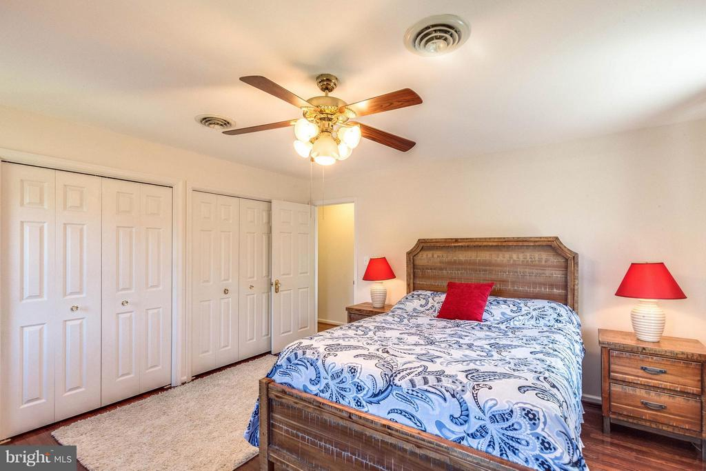 Large master bedroom with lots of closet space. - 10257 MEADOW FENCE CT, MYERSVILLE