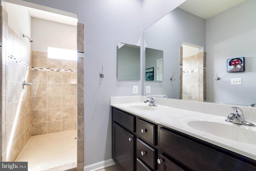 Uuest Bpgraded Master Bath -HUGE Walk-in Shower - 21031 ASHBURN HEIGHTS DR, ASHBURN