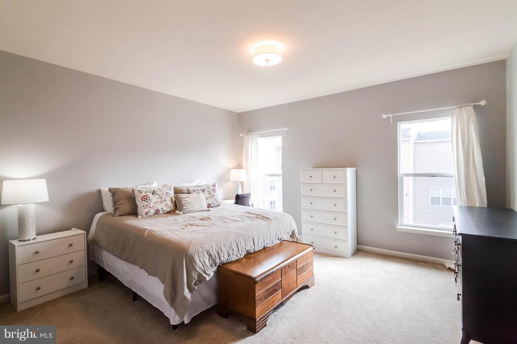 Spacious Master Bedroom - 21031 ASHBURN HEIGHTS DR, ASHBURN