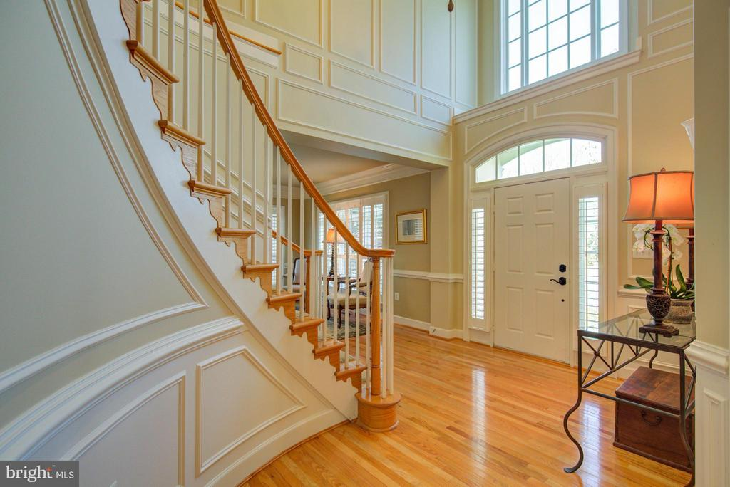 Grand 2 Story Foyer with Custom Molding - 43531 FIRESTONE PL, LEESBURG