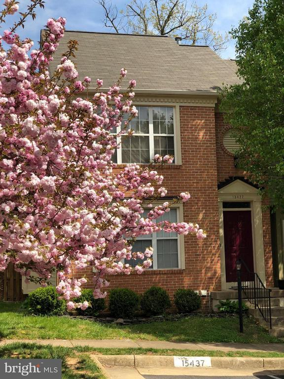 Beautiful End Unit Townhome - 15437 WINDSONG LN, DUMFRIES