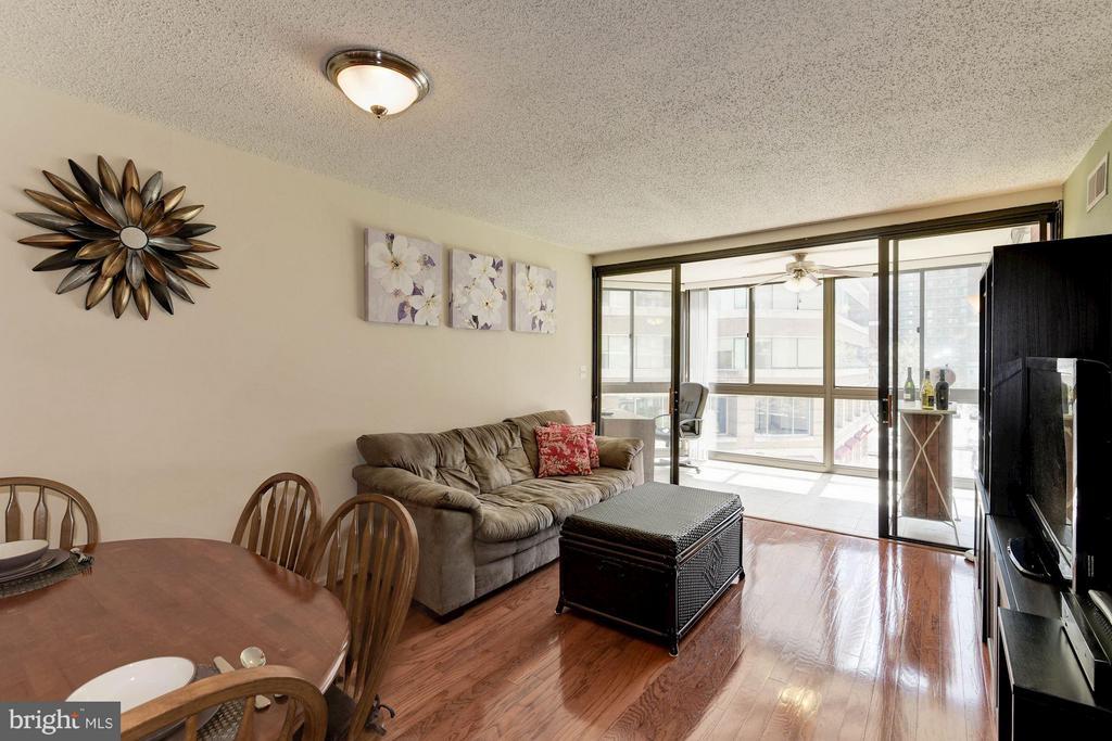 LIVING ROOM - GLEAMING HARDWOOD FLOORS! - 1001 RANDOLPH ST N #320, ARLINGTON