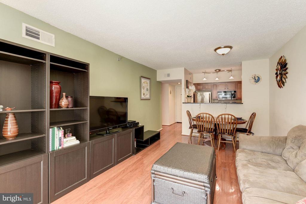 LIVING ROOM - SPACIOUS, OPEN CONCEPT FLOOR PLAN! - 1001 RANDOLPH ST N #320, ARLINGTON