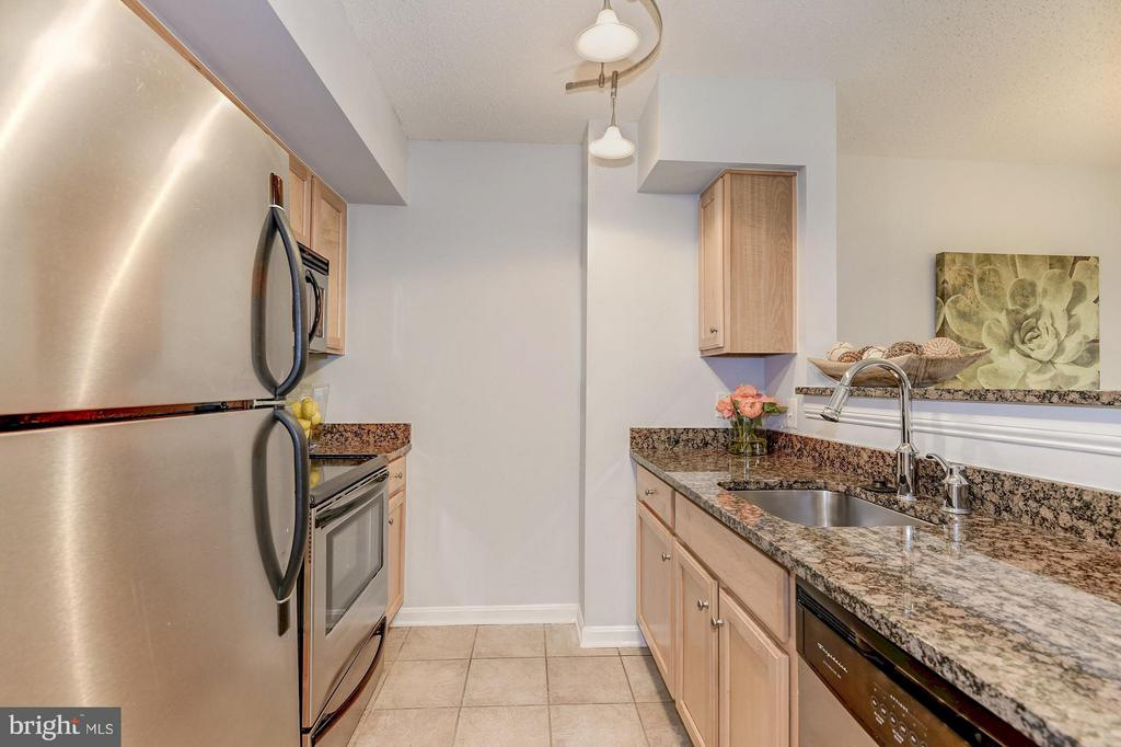 Stainless steel appliances! - 1024 UTAH ST #721, ARLINGTON