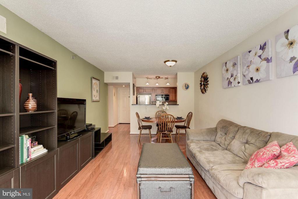 LIVING ROOM - RECEIVES AN ABUNDANCE OF SUNLIGHT! - 1001 RANDOLPH ST N #320, ARLINGTON