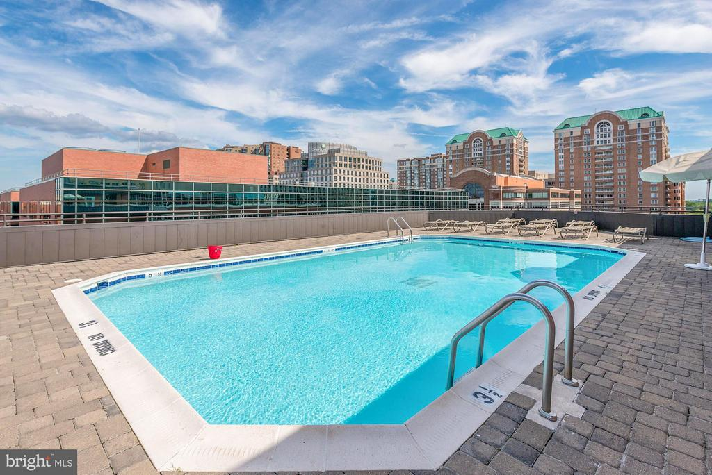 Amazing rooftop pool - 1024 UTAH ST #721, ARLINGTON