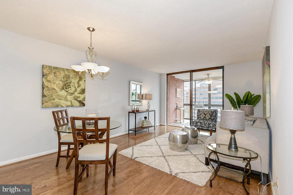 Spacious living room! - 1024 UTAH ST #721, ARLINGTON