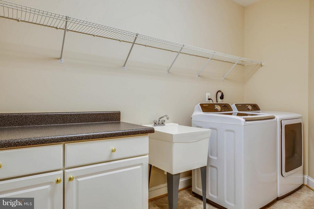 Main level laundry room - 11306 FIELD CIR, SPOTSYLVANIA