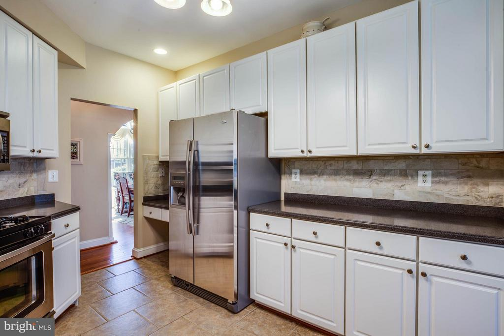 Stainless steel appliances & ceramic flooring - 11306 FIELD CIR, SPOTSYLVANIA