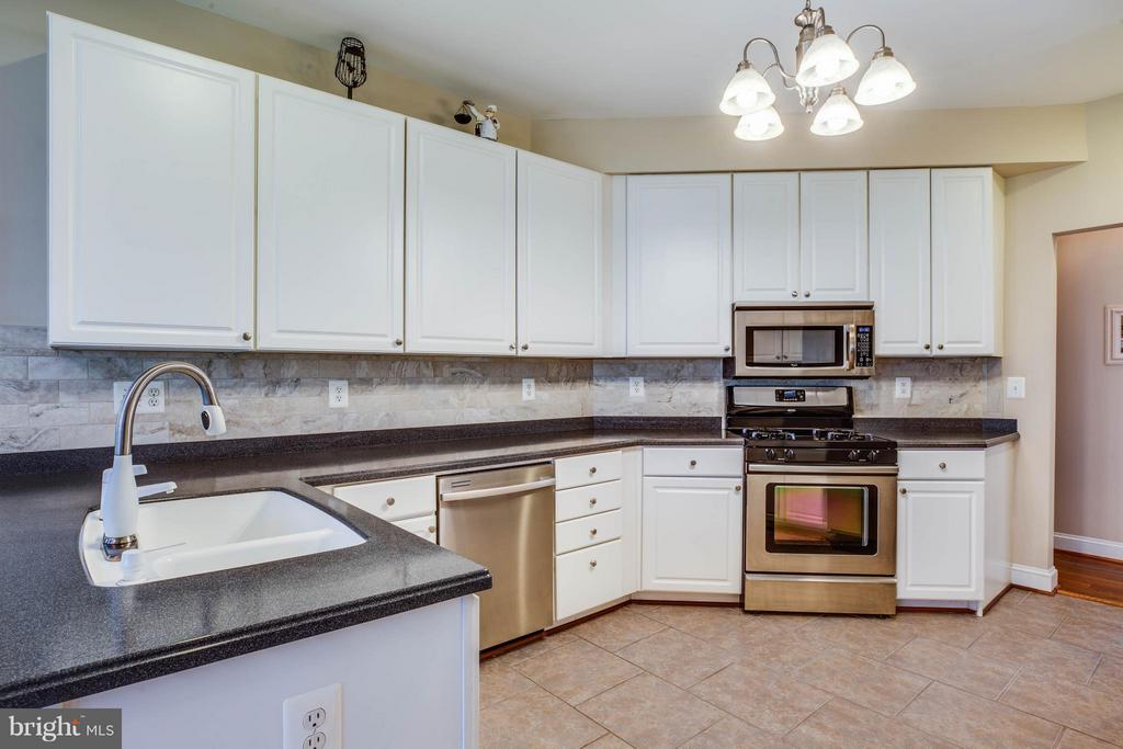 Updated kitchen has Corian counters - 11306 FIELD CIR, SPOTSYLVANIA