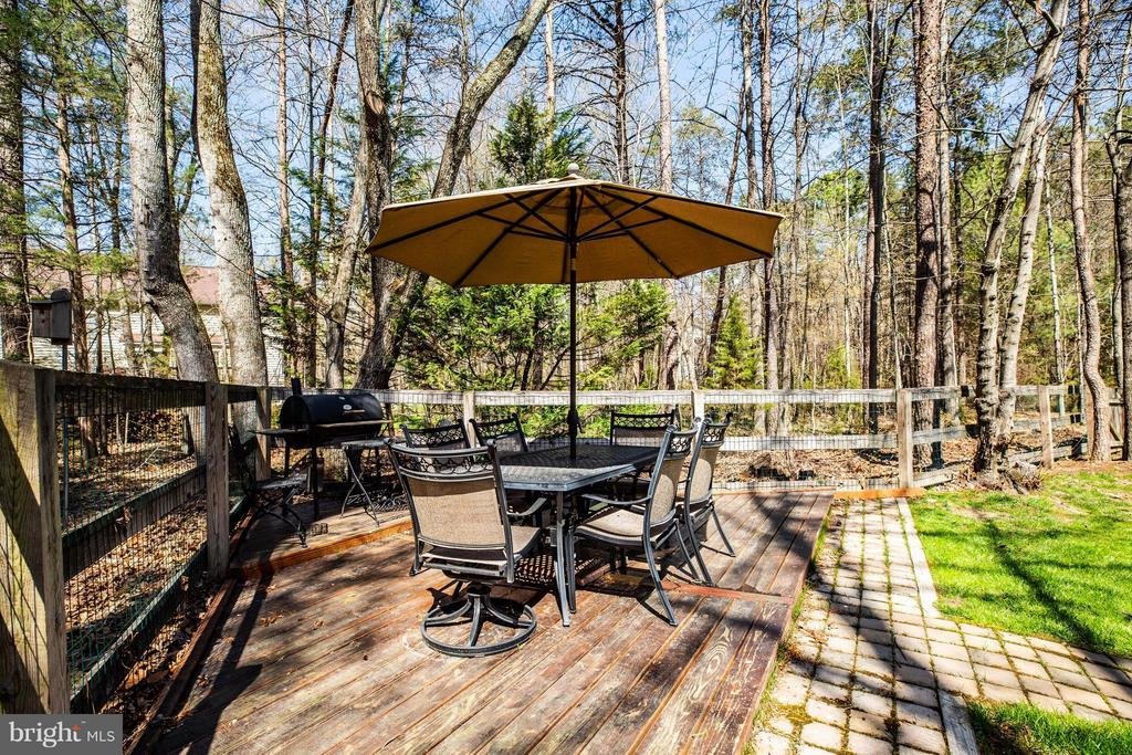 Rear yard deck - 11306 FIELD CIR, SPOTSYLVANIA