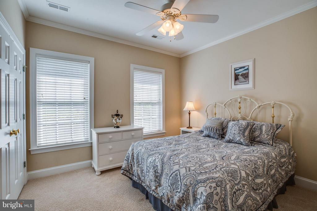 Bedroom with upgraded carpeting and ceiling fan - 11306 FIELD CIR, SPOTSYLVANIA