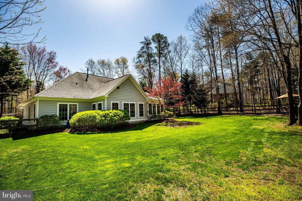 Fenced rear yard - wonderful outdoor space! - 11306 FIELD CIR, SPOTSYLVANIA