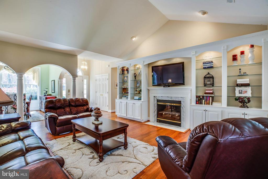 Living room with custom built ins and fireplace - 11306 FIELD CIR, SPOTSYLVANIA