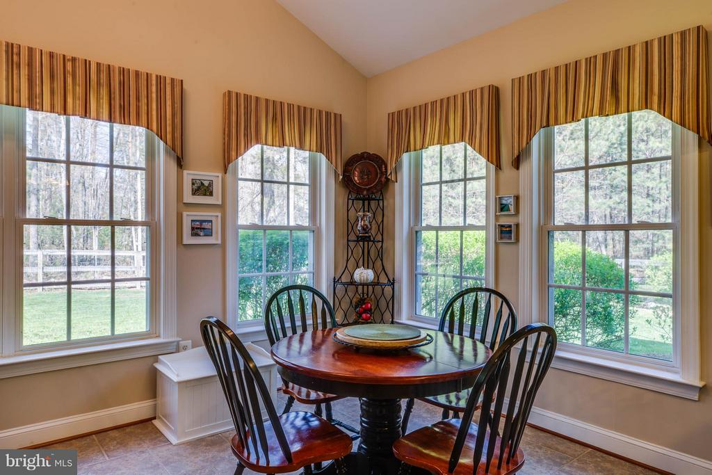 Large morning room adjoins kitchen - 11306 FIELD CIR, SPOTSYLVANIA