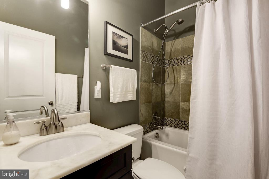 2nd Bath w/ Tub - 1303 CLIFTON ST NW #4, WASHINGTON