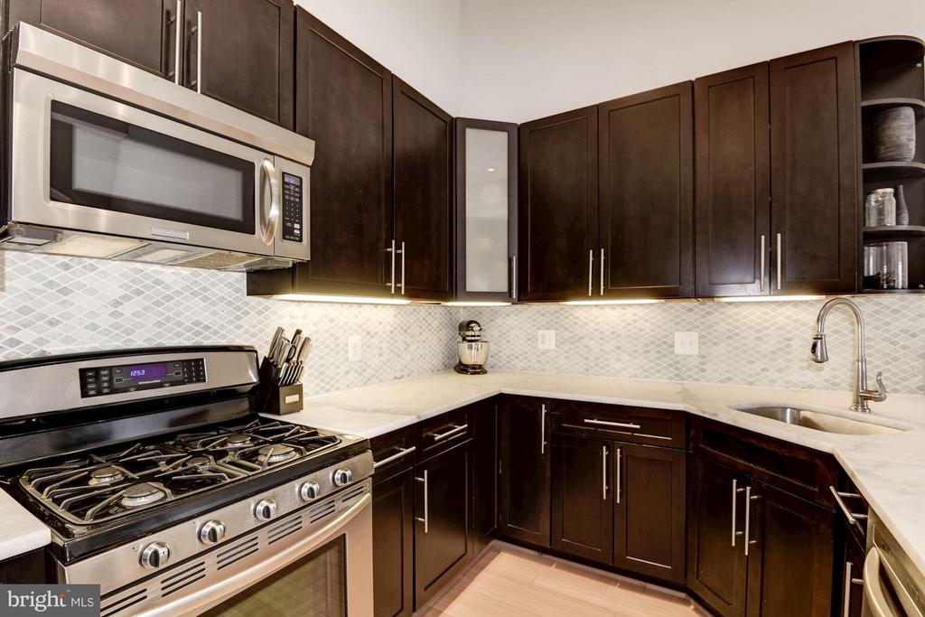 Stainless appliances and plentiful storage - 1303 CLIFTON ST NW #4, WASHINGTON