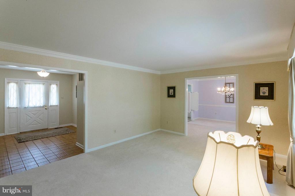 Living Room - 6613 SADDLEHORN CT, BURKE