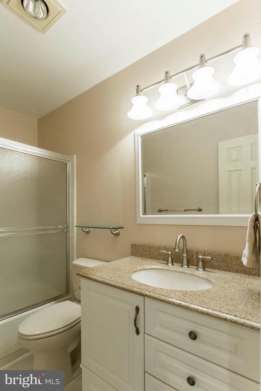 Bath Upper Level - 6613 SADDLEHORN CT, BURKE