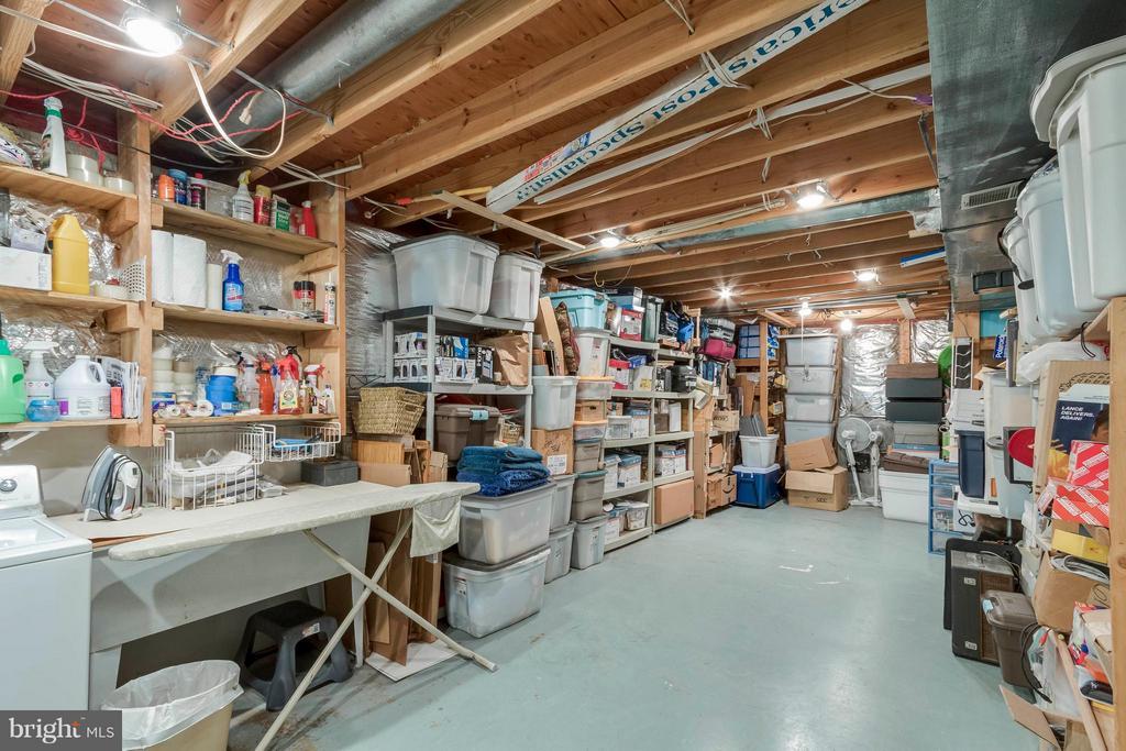 Large Storage room - 3014 MEDITERRANEAN DR, STAFFORD