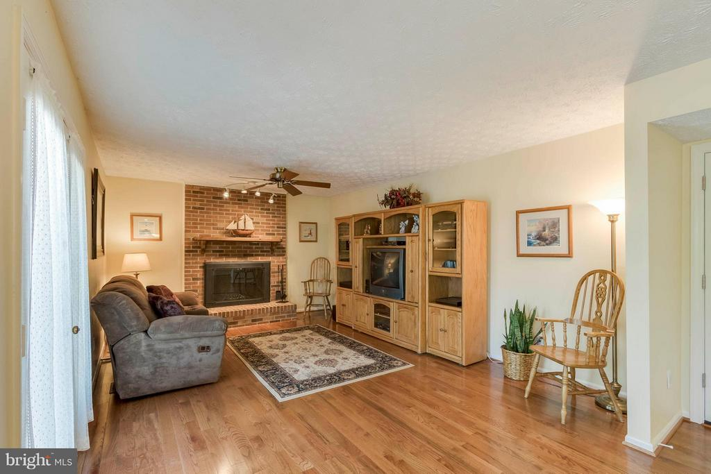 Family Room w/fireplace - 3014 MEDITERRANEAN DR, STAFFORD