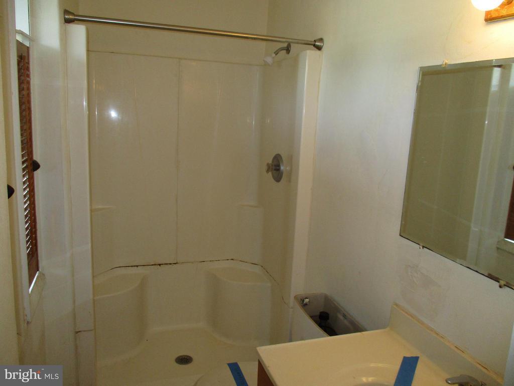 Bath (Master) - 11 WAYSIDE CT, STAFFORD